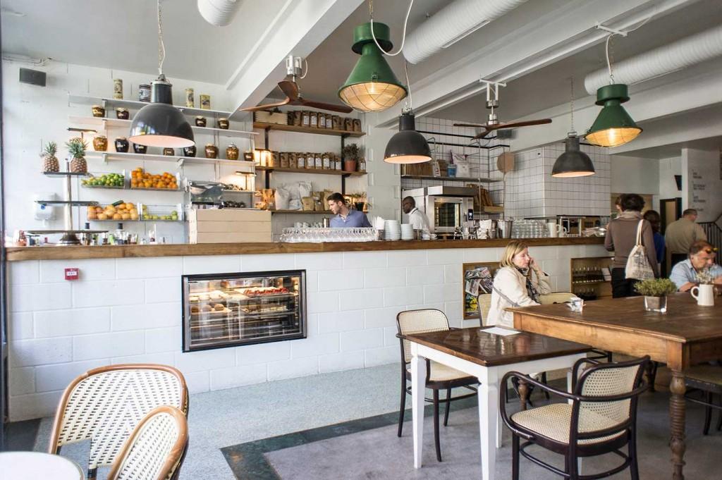 Au coeur du quartier de Barbes, la brasserie Barbes reste un projet monumental
