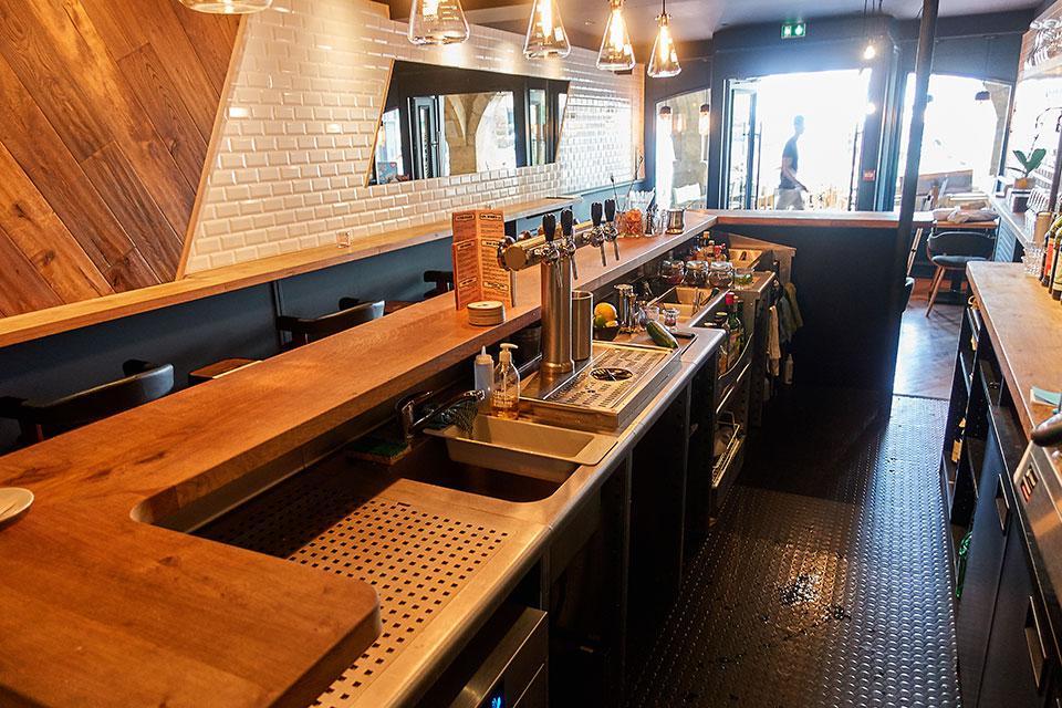 Aménagement bar inox et design de café, restaurant et bars.