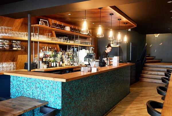 Aménagement de bar professionnel fonctionnel et design