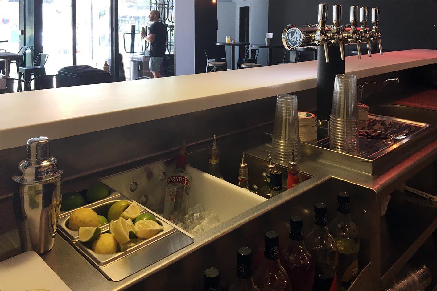 conception bar et agencement des stations de travail de bar