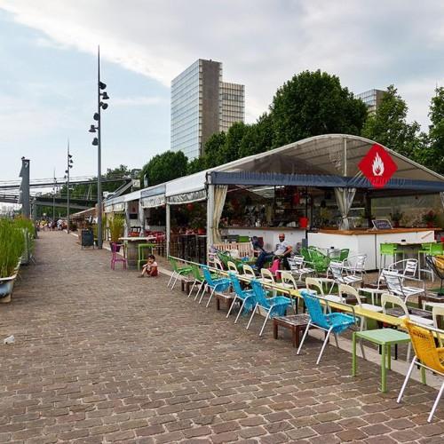 bar à cocktail d'extérieur sur les quai
