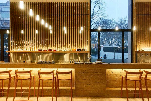 agencement bar du bar les heures au palais de tokyo