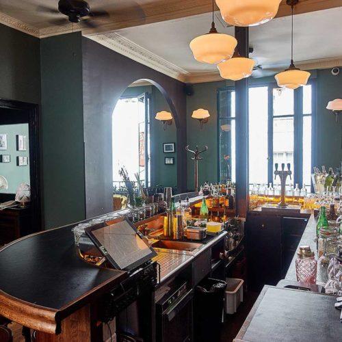 vue de l'agancement de bar du restaurant bar le vin des pyrenees